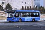 Qingdao Development Zone Bus K1 - Sunwin - SWB6121EV6 (Wheelchair Accessible Low-entrance) - ChangJiang Road (Middle) (16668263526).jpg
