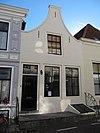 foto van Huis met geverfde klokgevel