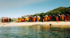 The Amazing Race Norge 2 - In the Roadblock, teams had to build South African-style beach houses on Muizenberg's beach.