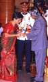 Rachel Thomas receiving Padma Shree.png