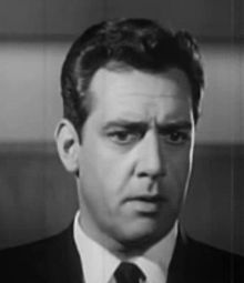 O actor canadiense Raymond Burr, en una imachen d'a cinta Please Murder Me (1956).