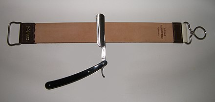 https://upload.wikimedia.org/wikipedia/commons/thumb/7/70/Razor_and_strop.JPG/440px-Razor_and_strop.JPG
