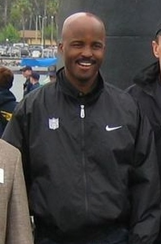 Mike Carey (American football) - Image: Referee Mike Carey