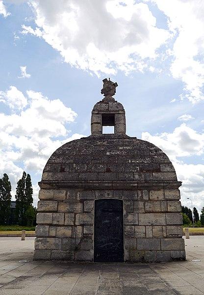 Fresnes, Val-de-Marne, France. Regard de la Loge from aqueduc Médicis.