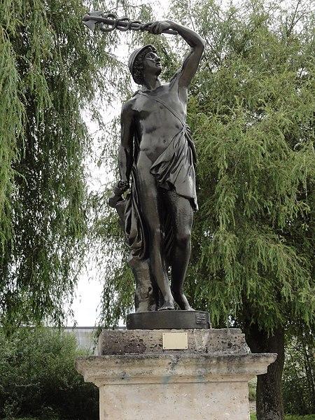 Revigny-sur-Ornain (Meuse) statue d'Hermes