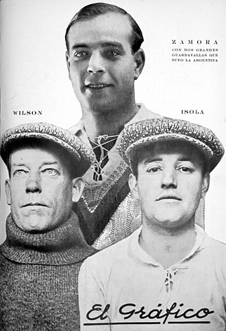 Ricardo Zamora Trophy - Ricardo Zamora, with two Argentinian goalkeepers on the cover of El Gráfico in 1926