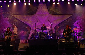 Ringo Starr and all his band (8470864090).jpg