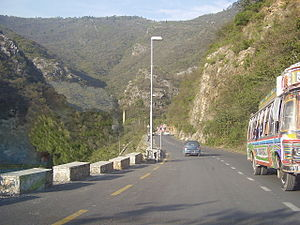 English: a road on the way to Daman e Koh