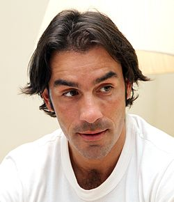 Robert Pires 2011 (cropped)