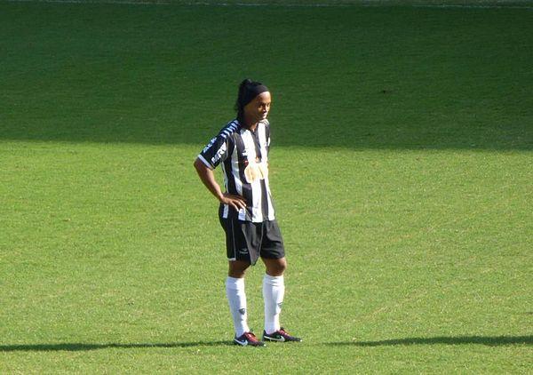 255a230069 Ronaldinho atuando pelo Atlético-MG em 2012.