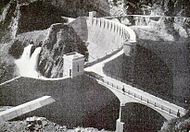 Aerial picture of Roosevelt Dam's upstream face, before it is covered by water.