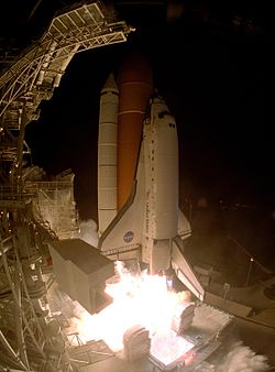STS-116 Launch (KSC-06PD-2768).jpg