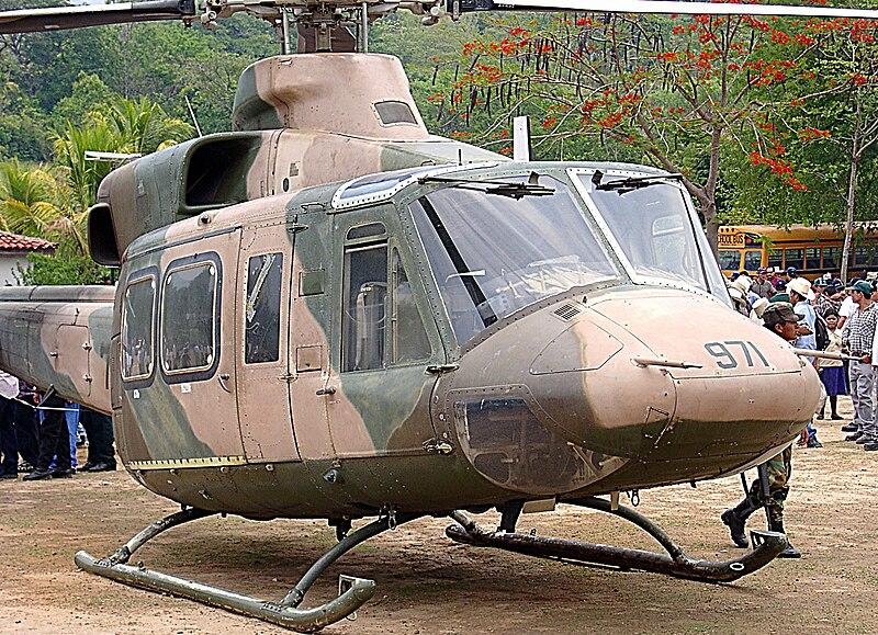 armée du Honduras. 800px-San_Francisco_Lempira_Bell_412_chopper