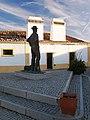 Santa Eulália, estátua do vaqueiro 47.jpg