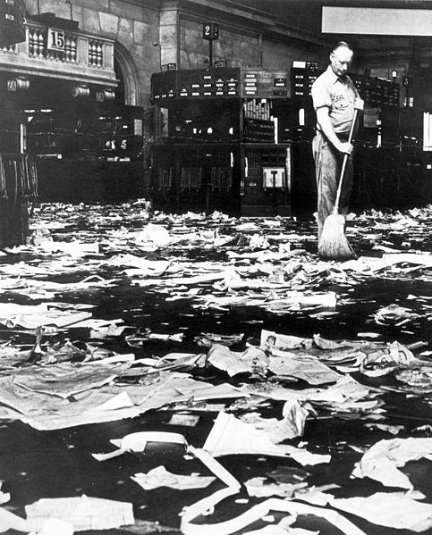 File:Schoonmaker veegt de vloer na de beurskrach van 1929 - Cleaner sweeping the floor after the Wall Street crash, 1929 (5372590938).jpg