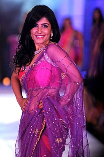 Shibani Kashyap walks for Manish Malhotra & Shaina NC's show for CPAA 10.jpg