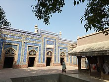 Shrine of Hazrat Jalaluddin Bukhari inside.jpg