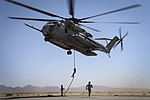 Sikorsky CH-53E (USMC) Ropes (26236944835).jpg