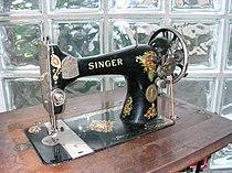 Singer Nähmaschine mit Tisch 2.jpg