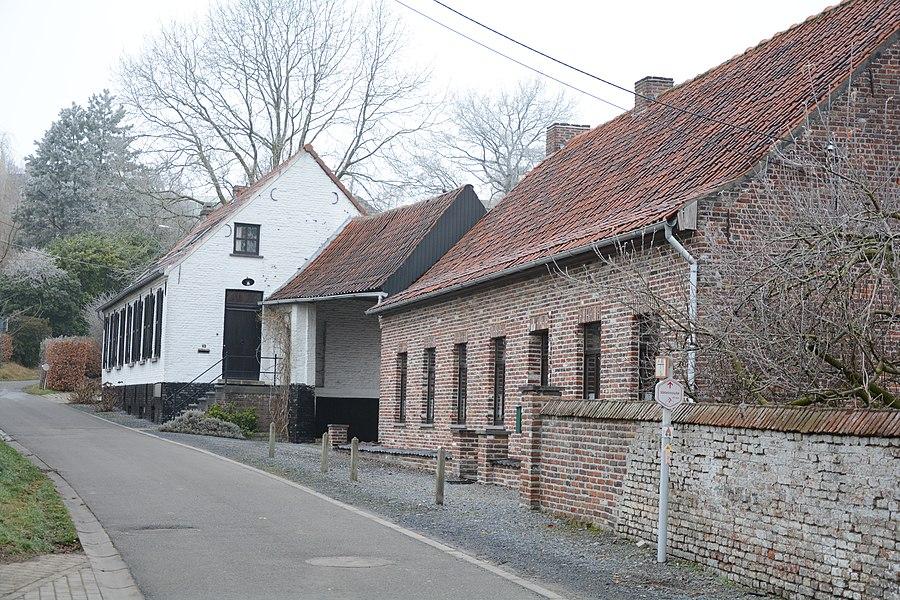 Boerenhuis, Sint Christianastraat 58 te Dikkelvenne. Met op de achtergrond, nr. 56