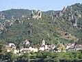 Slottsruinen ovanför Dürnstein.jpg