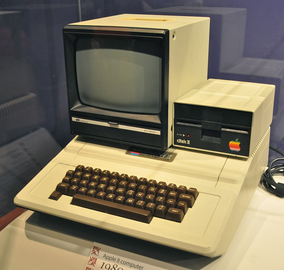 a history of the apple computers Before apple computer, inc (pre-1976) the history of apple computers, inc is storied and inspiring learn some little known facts about the iconic company.