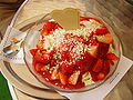 Spaghettieis mit Erdbeeren 2008 PD.JPG