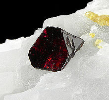 Red spinel on calcite