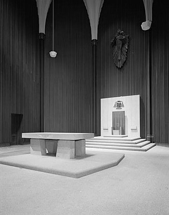 Cathedral of Saint Francis de Sales (Oakland, California) - Altar and cathedra