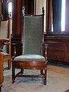 stadhuis leiden - raadszaal stoel wethouder