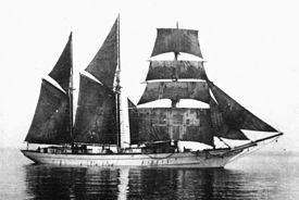 Foto de uma escuna de três mastros