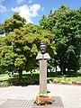 Statuo pri Vincas Kudirka en Šakiai b.jpg
