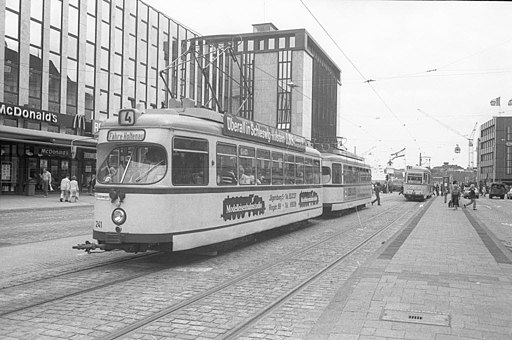Straßenbahn der Linie 4 (Fähre Holtenau) (Kiel 69.929)