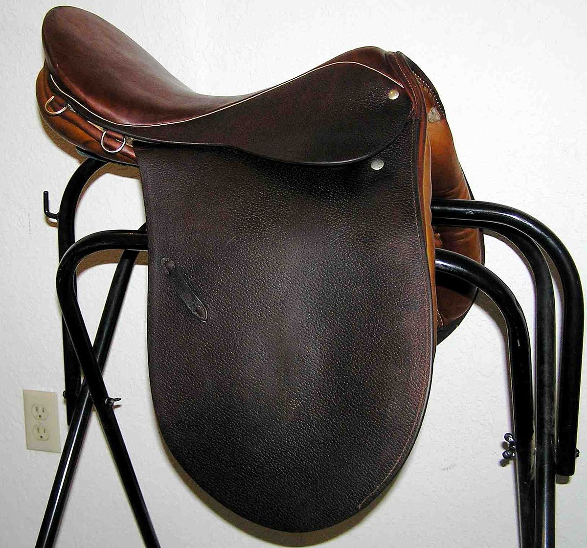 Saddle - Wikipedia