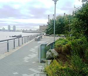 Stuyvesant Cove Park - Looking south from Stuyvesant Cove Park