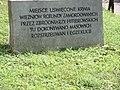 Tablica w miejscu rozstrzeliwań więźniów niemieckiego obozu Rotunda w Zamościu.jpg