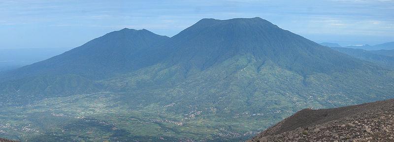 Gunung Tandikat dan Gunung Singgalang
