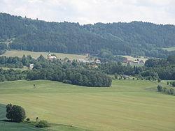 Tatobity, pohled na obec od Volavce.JPG