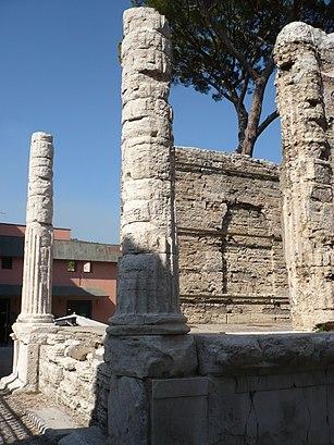 Come arrivare a Tempio Della Sibilla con i mezzi pubblici - Informazioni sul luogo