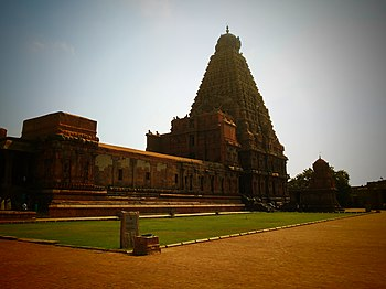 Thanjai big temple.jpg