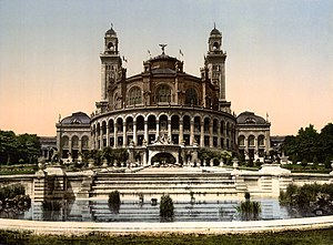 Exposition Universelle (1878) - The Palais du Trocadéro built for the occasion was reused for the Exposition Universelle of 1900, when this postcard was printed