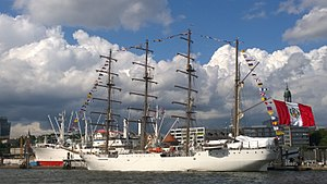 The sailing school ship B.A.B. Union of the Peruvian Navy in Hamburg.jpg