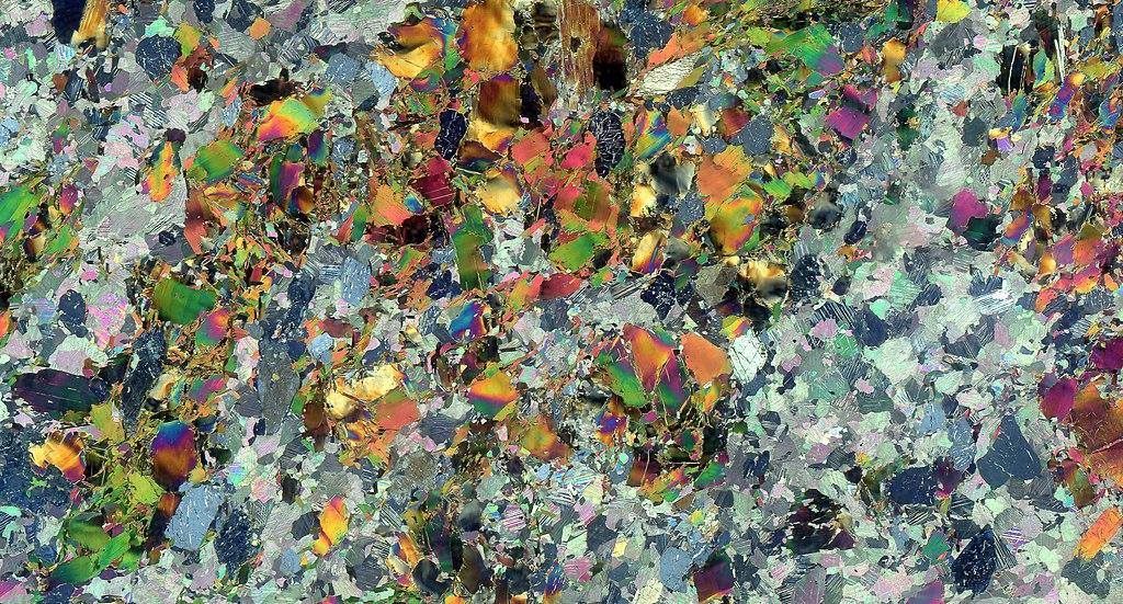 Thin section scan crossed polarizers Siilinjärvi R636-105.90 edit.jpg