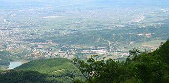Kamëz - Image: Tirana Albania pano 2004 07 14 Kamza part