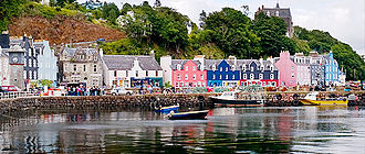 Tobermory distillery - The colourful houses of Tobermory village