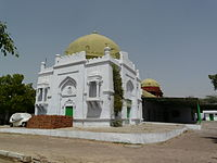 Tomb of Khwaja Sara Basti Khan gateway building.jpg