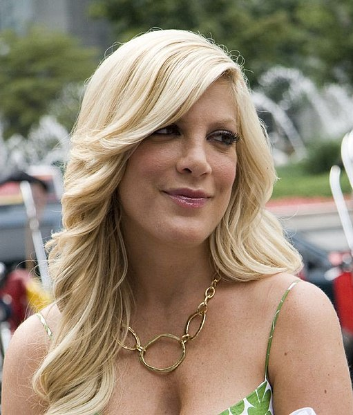 Tori Spelling Nude Breasts: Actress's Love Letter to Dean Before Topless Tweet