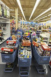 Einkaufswagen Mit Spielzeug In Einem Toys R Us Geschäft Alaska