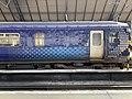 Trains in Glasgow Queen Street station 03.jpg