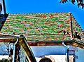 Tuiles multicolores sur le toit de l'abside de l'église de Sentheim.jpg